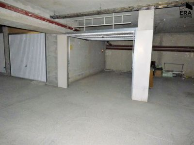 Parkings / Garages